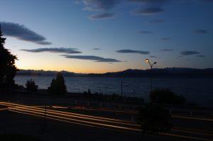 Eine Langzeitaufnahme in der Abenddämmerung – Impressionen aus Bariloche auf unserer Südargentinienreise
