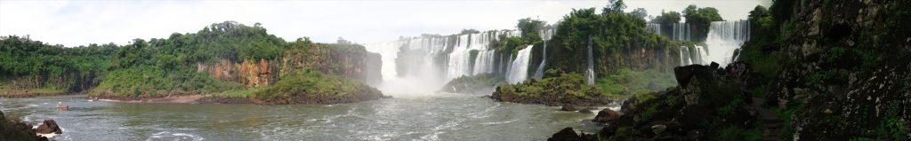 Argentinische Seite und Insel San Martín.