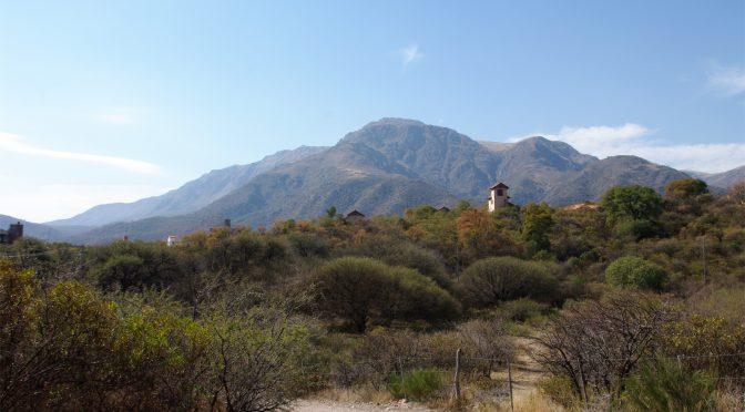 Rückkehrseminar – Blick auf einen Berg nache Capilla del Monte